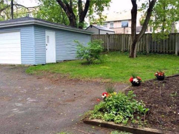 Garage space in Newmarket with outside parking