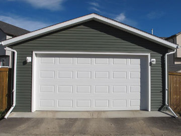 400ft2 - Large garage in duplex (westmount)