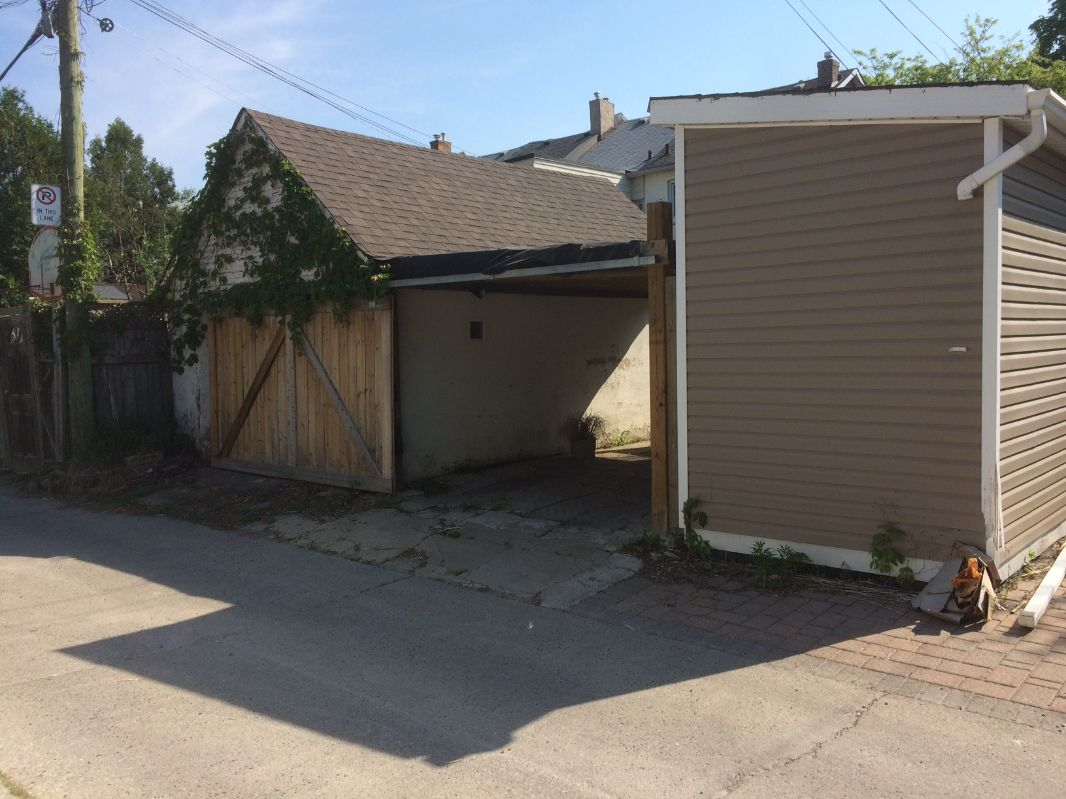 Covered carport in Junction