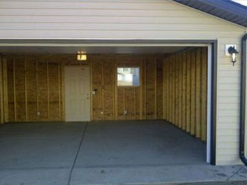 Garage for Parking available near Steels & McLaughlin