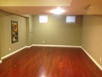 Large Clean Space in Pickering - Close to 401