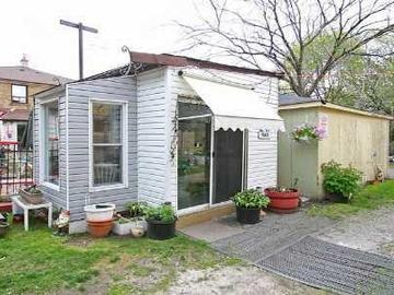 Storage Space- inexpensive in Leslieville